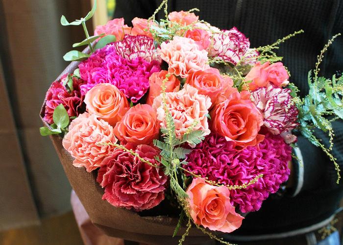 季節の花束ブーケタイプ