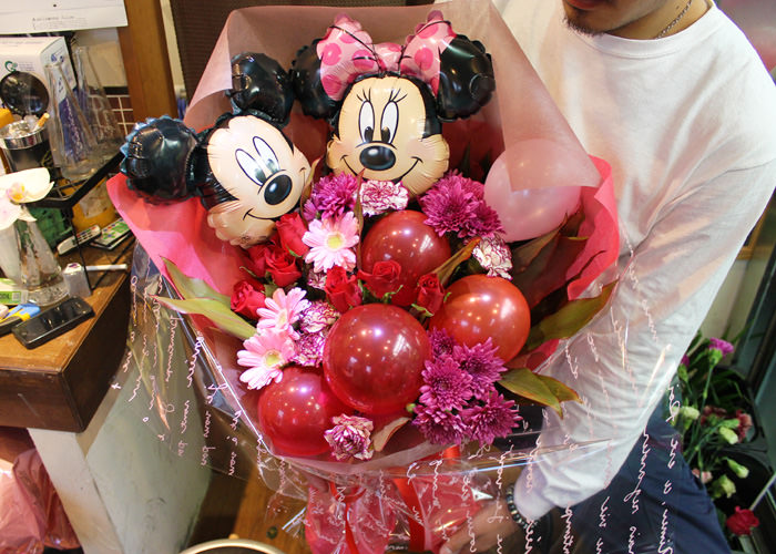 バルーン入り花束ミッキーミニー