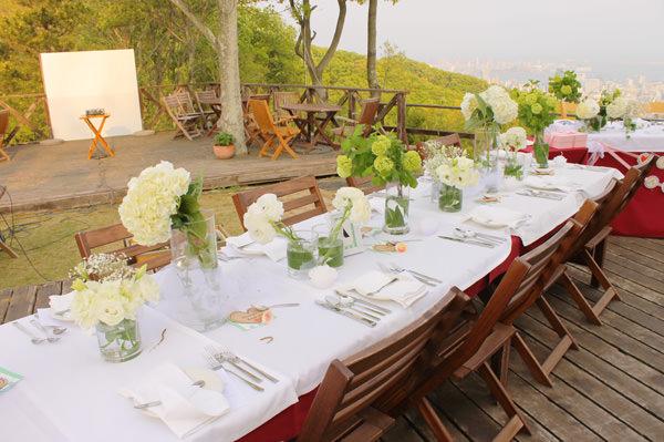 テラス席テーブル装花